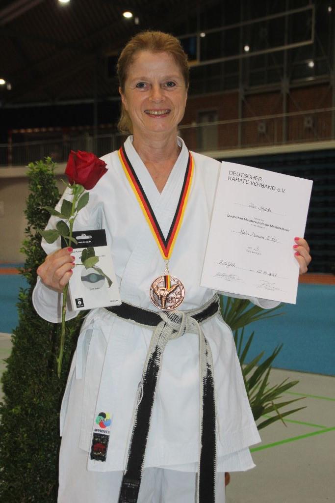 Elke holt Bronze in Kata auf Deutscher Karate Meisterschaft